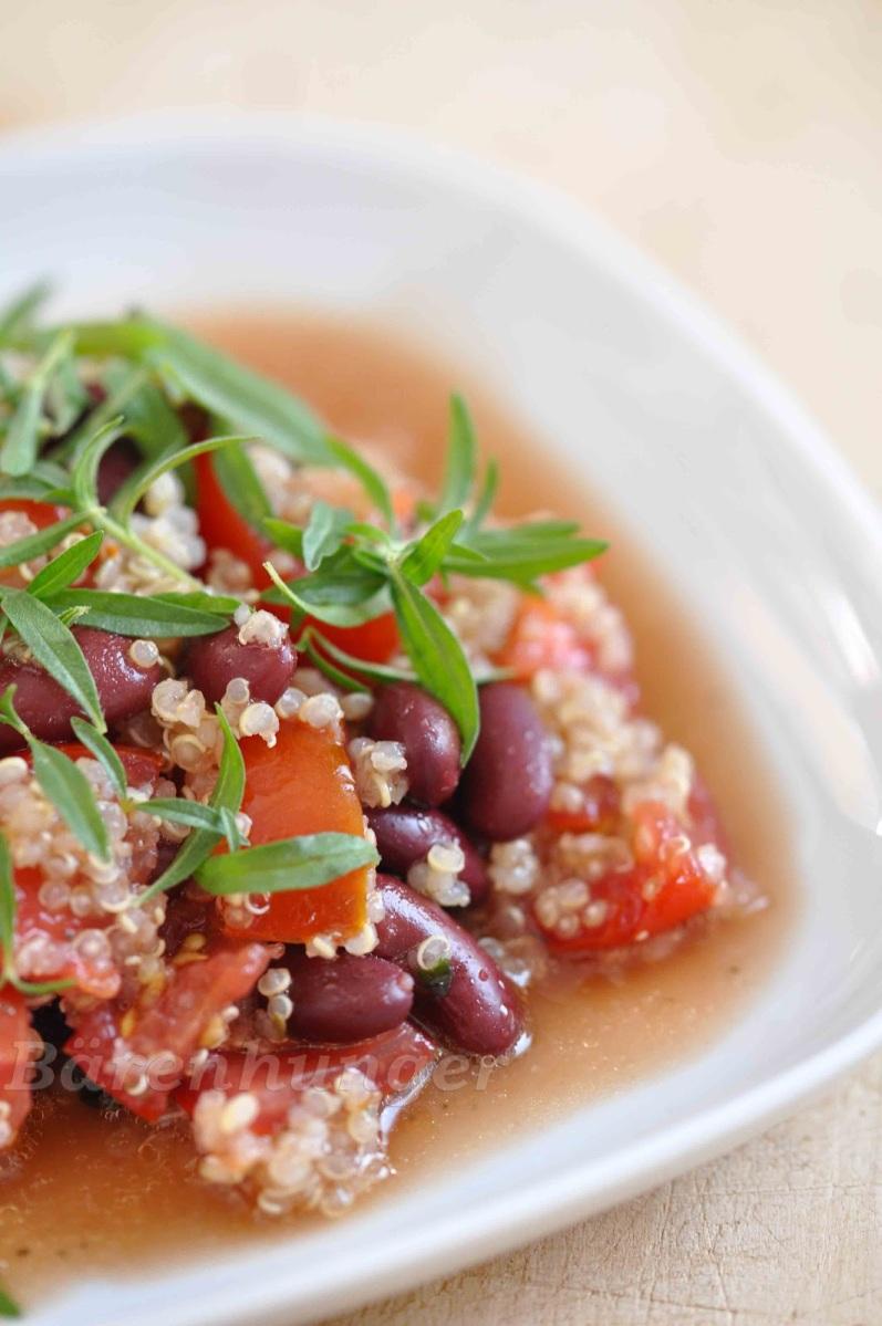 Quinoa Salat mit Bohnen und Bohnenkraut
