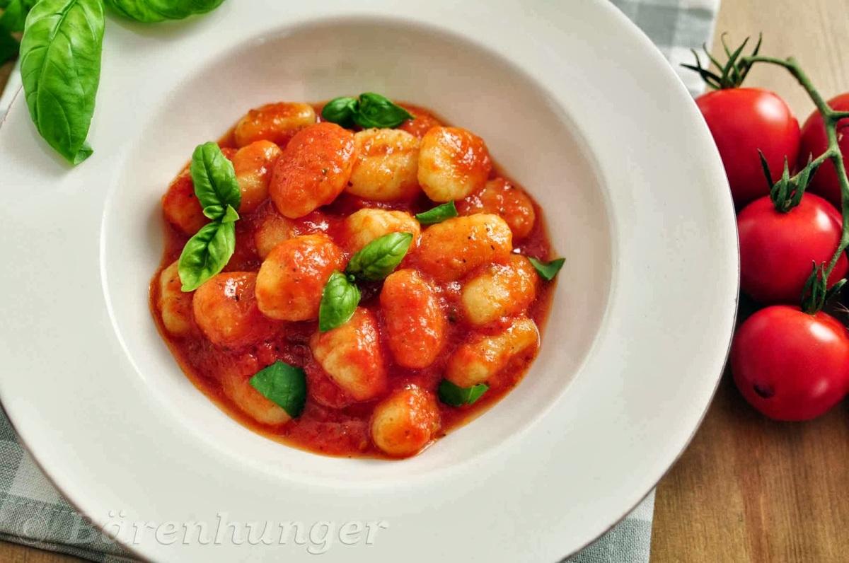 Gnocchi in Tomaten Basilikum Sauce