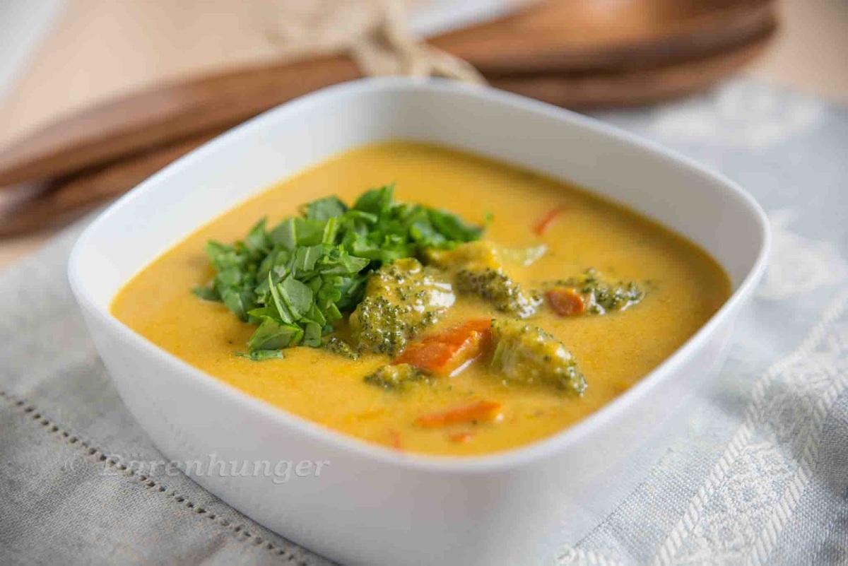 Curry Kokos Suppe mit Gemüse