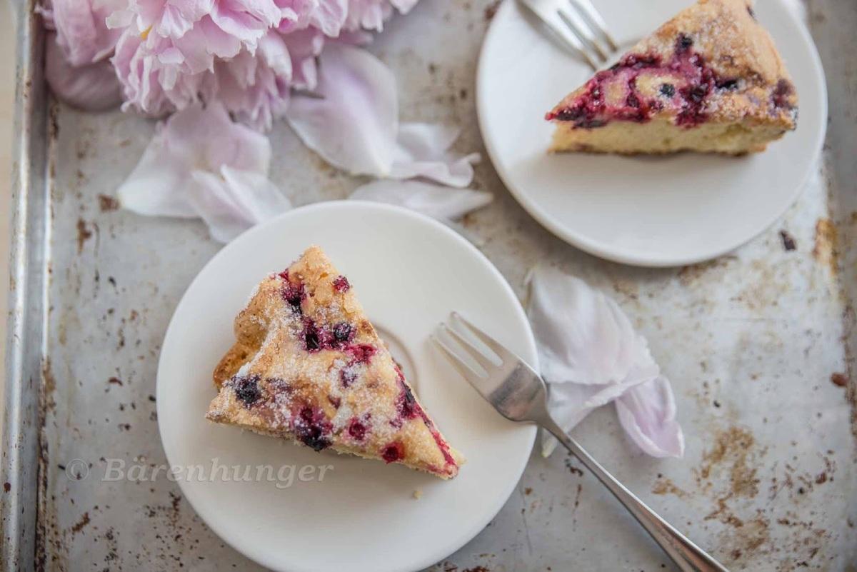Vanille Beeren Kuchen mit Zuckerkruste