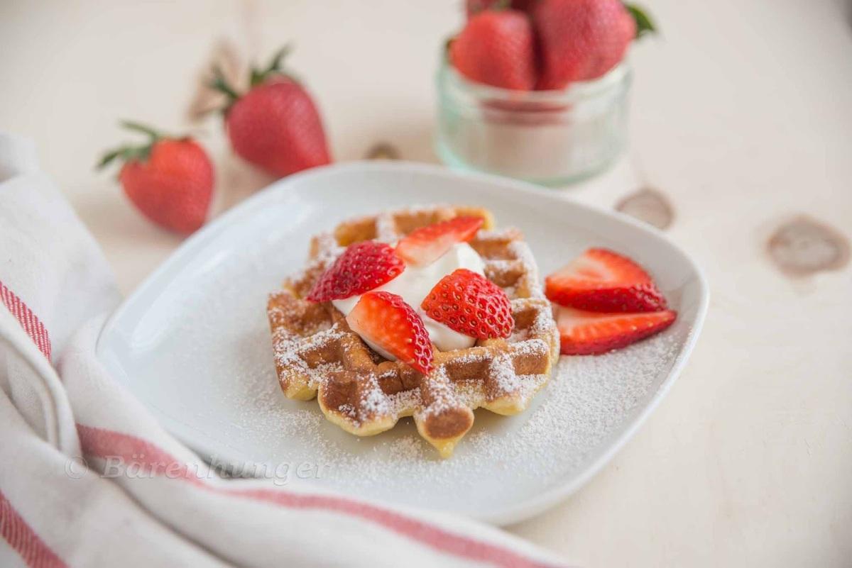 Vanille Honig Waffeln mit Erdbeeren