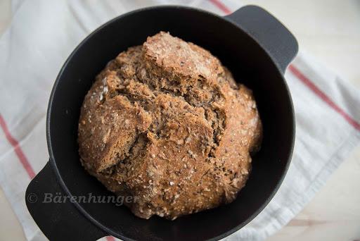 Rustikales Körner Brot imSchmortopf