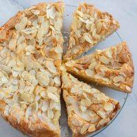 Birnen Mandel Kuchen mit Creme Fraîche