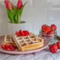 Ricotta Vanille Waffeln mit Erdbeeren