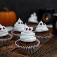 Halloween Schoko Cupcakes mit Baiser Geist
